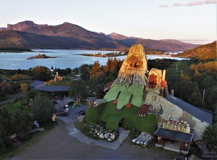 troll Senjatrollet en Finnsæter, isla de Senja, Noruega