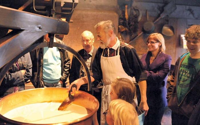Quesería de exhibición del queso Emmentaler en Affoltern, Suiza