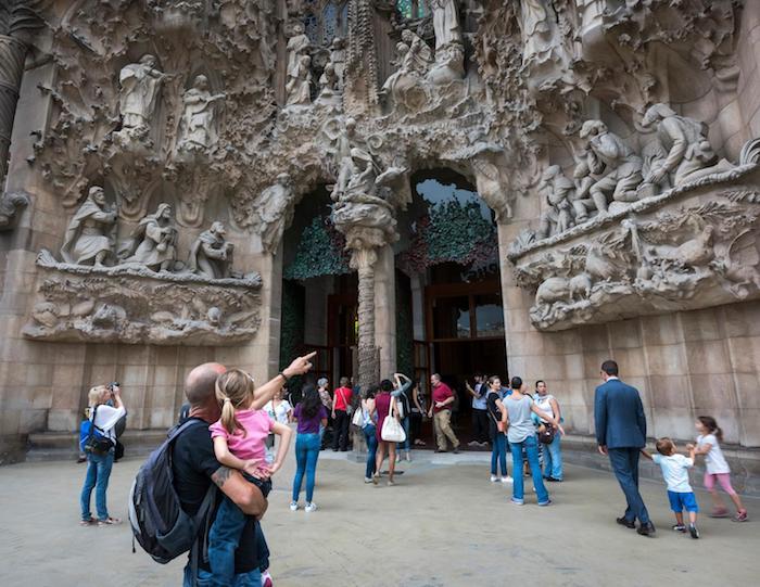 Sagrada Familia de Barcelona con niños