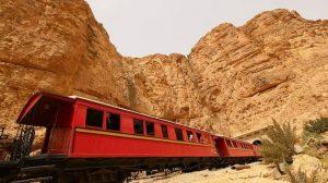 Descubre el Sáhara con niños a bordo del tren turístico Lagarto Rojo