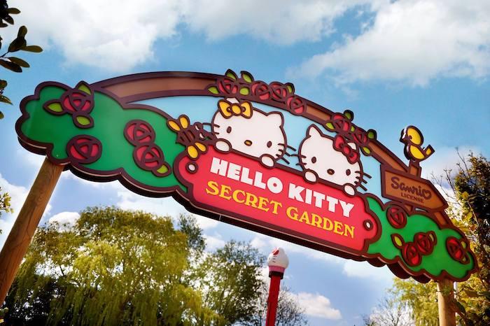 Hello Kitty Secret Garden en parque atracciones de Inglaterra