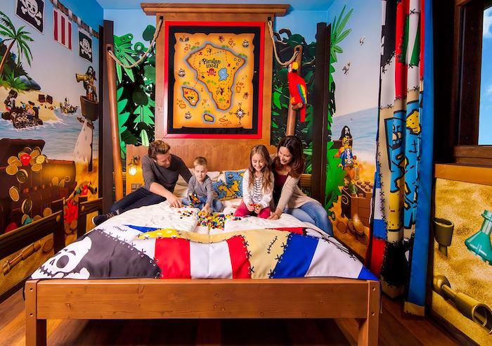 habitaciones temáticas pirata en hotel isla pirata Legoland de Alemania
