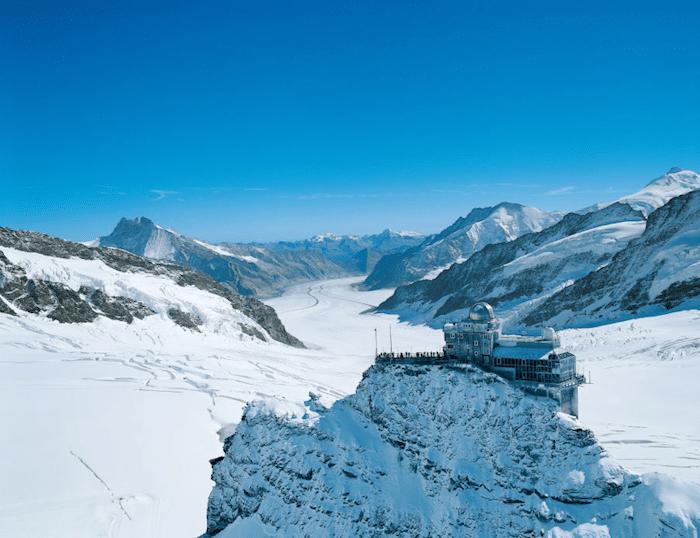 Palacio de Hielo y observatorio en el Glaciar Aletsch