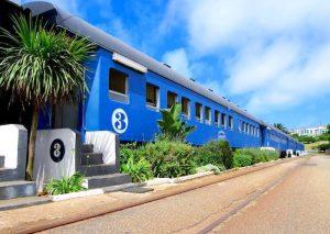 Dormir en un tren en la playa de Sudáfrica